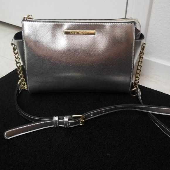 f30e85ef185 Silver Steve Madden Crossbody Bag purse chain. M 5abd33c500450f41ee3e6933